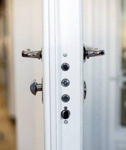 Брава за блиндирана врата