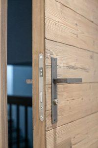 Как да коригирам проблем със заключването на вратата