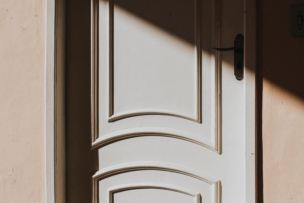 Фалцова интериорна врата